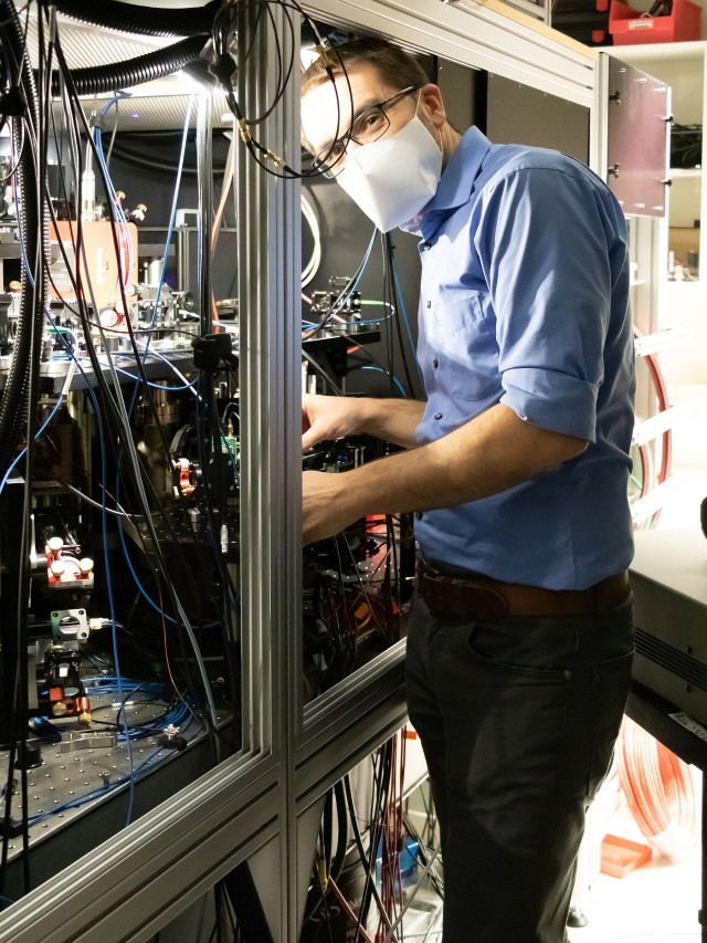 Sebastian Blatt working on an experiment in his lab at MPQ, wearing a mask.